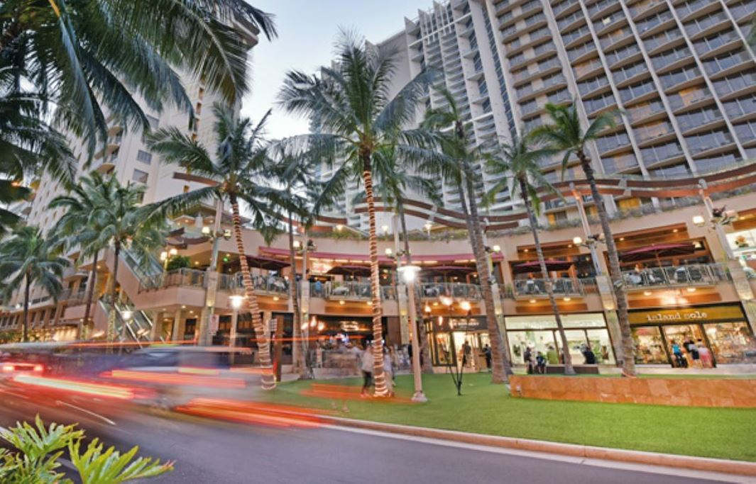 Beach walk at Honolulu, Hawaii Hotel