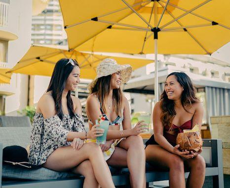 beach-walk-at-honolulu-hawaii-hotel-1